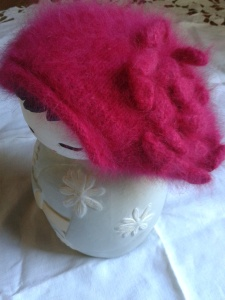 bonnet rouge fleur