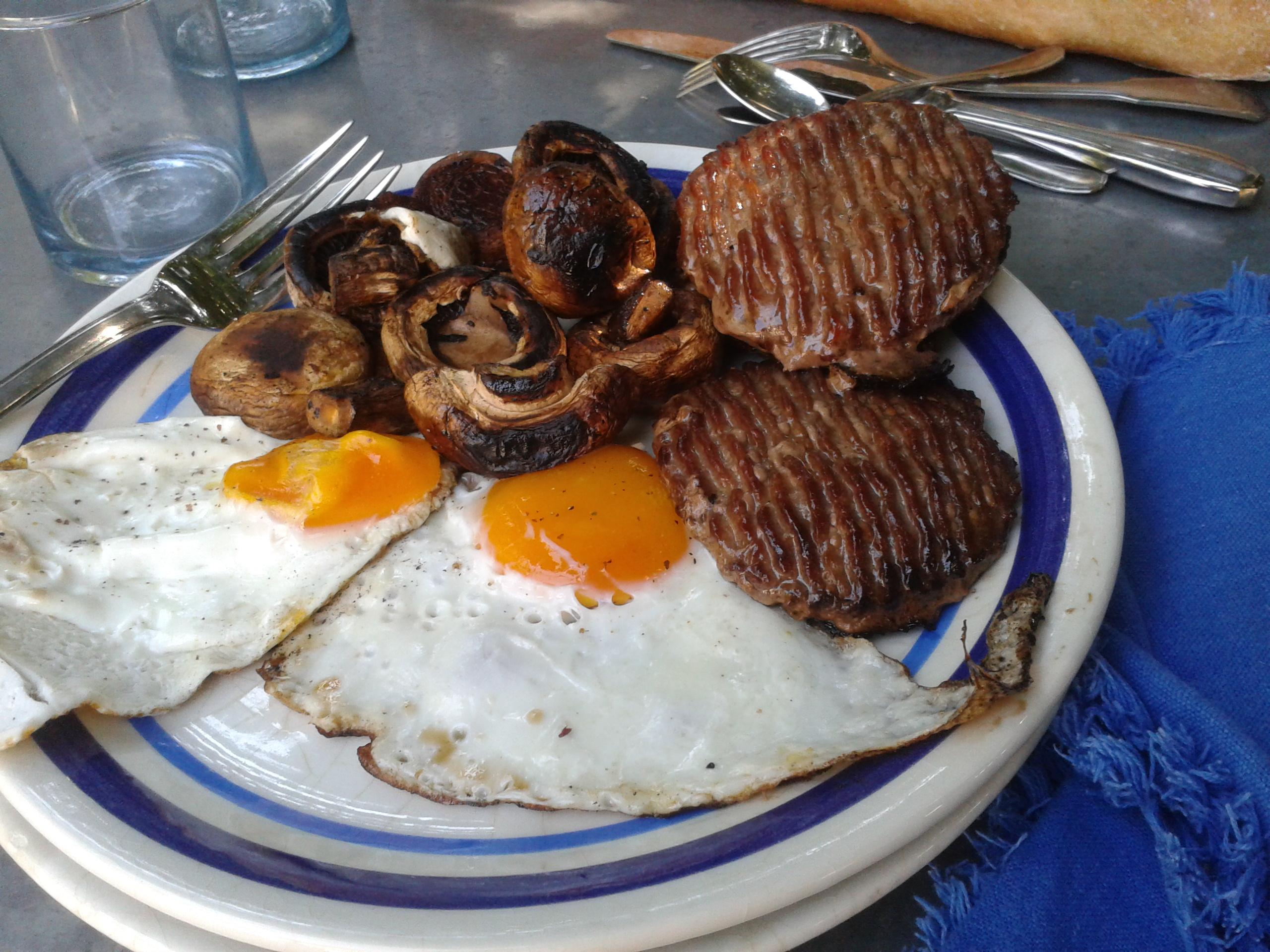Brunch la plancha steaks hach s de boeuf et oeufs for Plancha cuisine