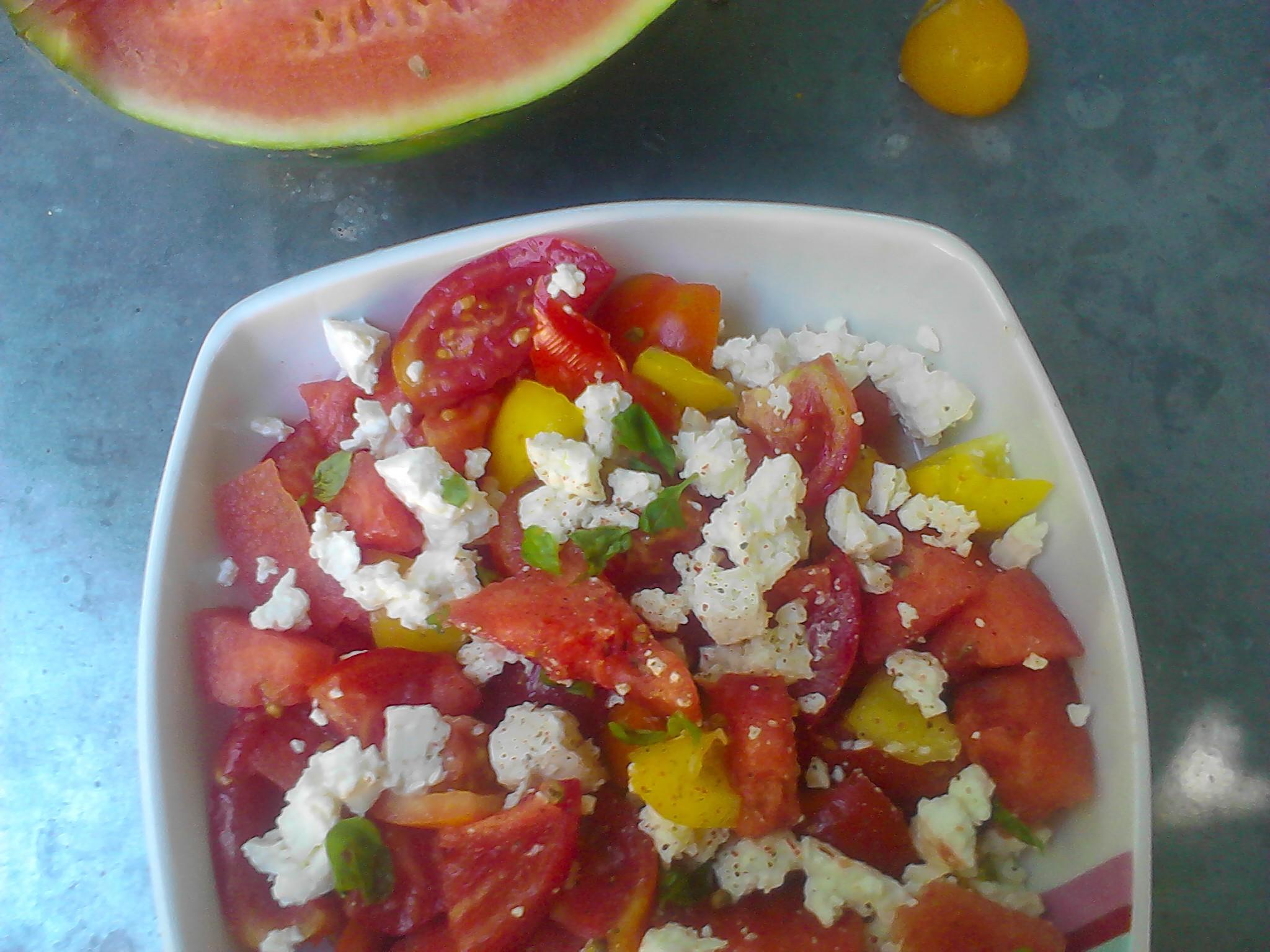 Salade de past que tomates et feta la cuisine de bulle - Salade de pasteque ...