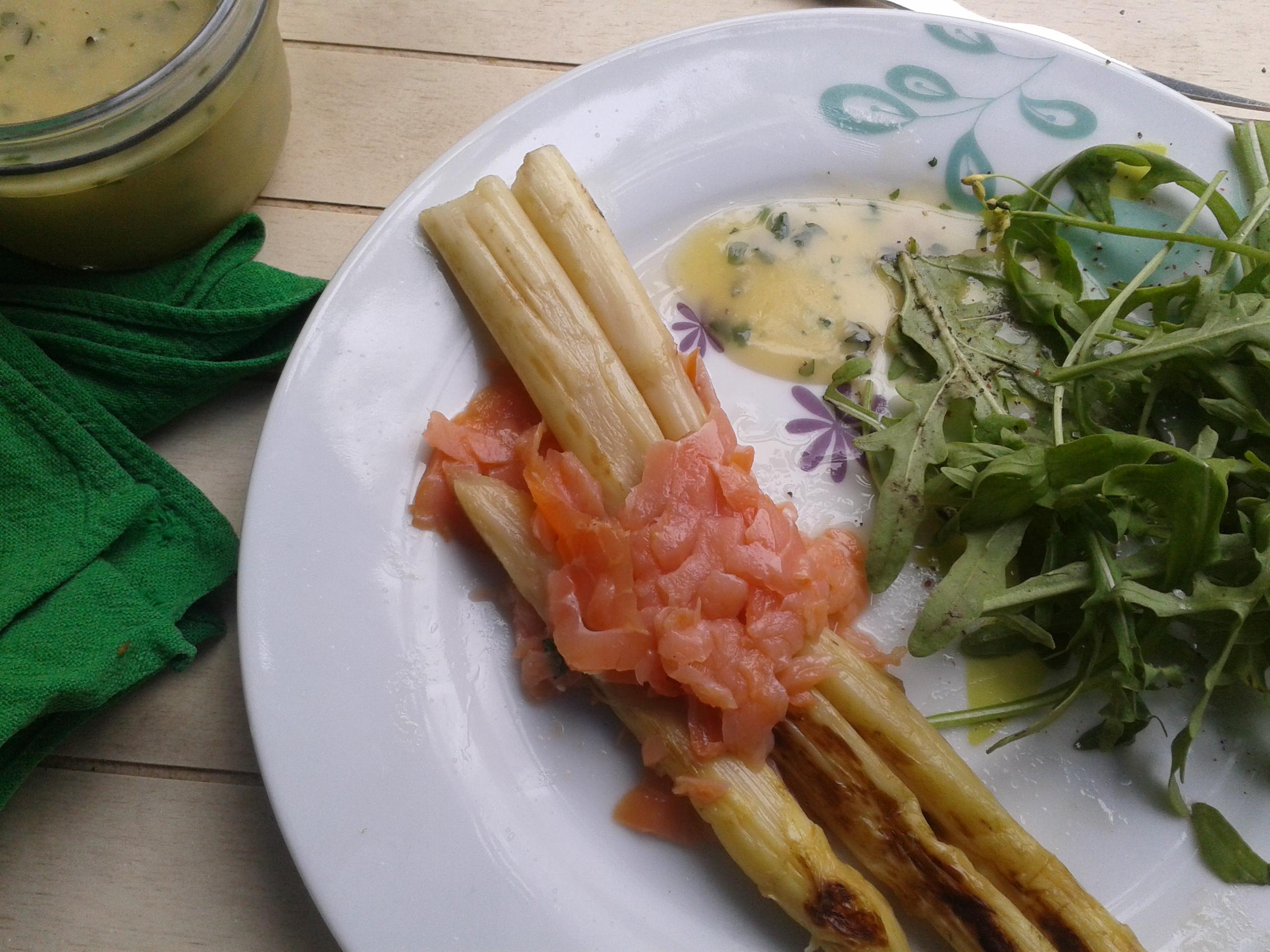 Asperges la plancha au saumon fum mayonnaise aux herbes la cuisine de bulle - Asperge blanche a la poele ...