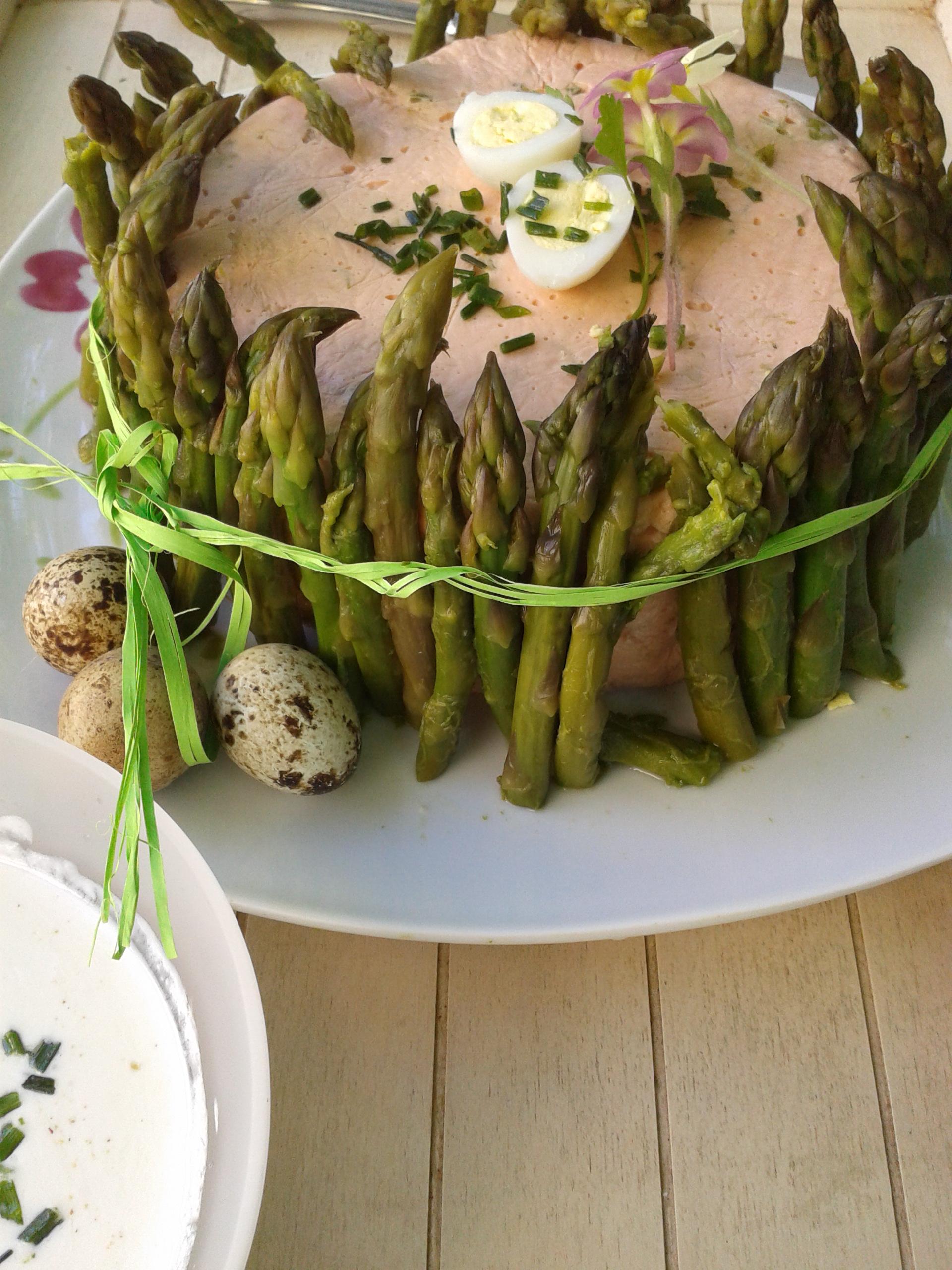 Charlotte de p ques saumon asperges vertes la cuisine de bulle - Recette entree paques ...