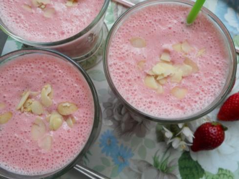 Smoothie fraises amandes 1
