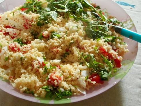 Salade de couscous aux oignons nouveaux aux tomates et au citron la cuisine de bulle - Salade de tomates simple ...